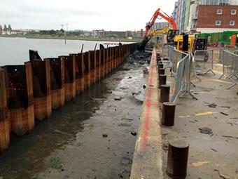 Application des ancrages en treillis immergés à Palplanche Quai murs