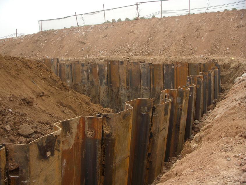 Palplanches conserve le sol avec des arêtes entrelacées